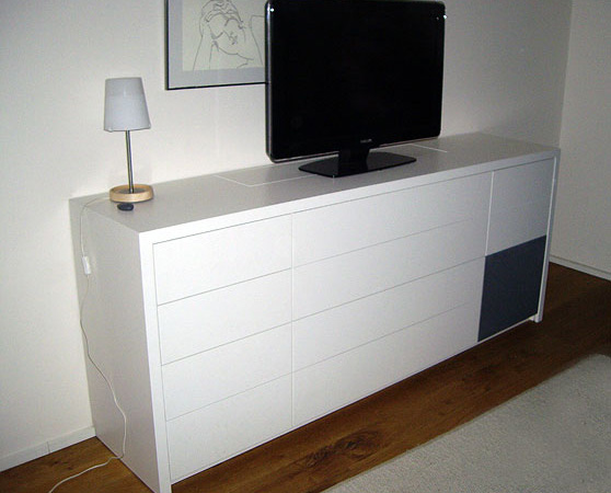 brainbreak Interior TV-Lift Referenz: Sideboard mit integriertem TV-Lift
